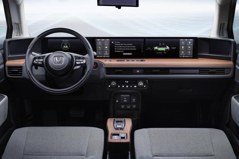 Honda e座艙配置雙螢幕,能分別各自顯示功能介面。