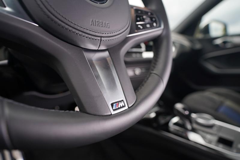 方向盤下方也附上M Sport的專屬銘牌