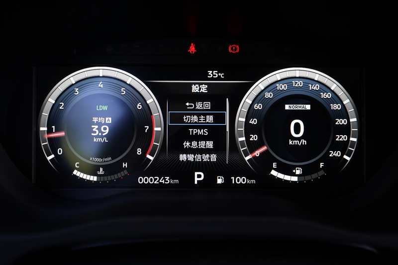 除了能模擬傳統指針與轉速表的類比顯示,還有較具科技感的進階顯示模式