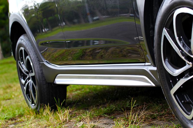 霧銀車側飾板讓視覺更加醒目。