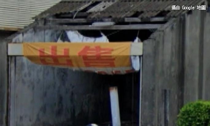 位在高雄苓雅區商辦旁邊的一間1樓鐵皮屋,之前破舊到連門都沒有。(圖/翻攝自google mapes)