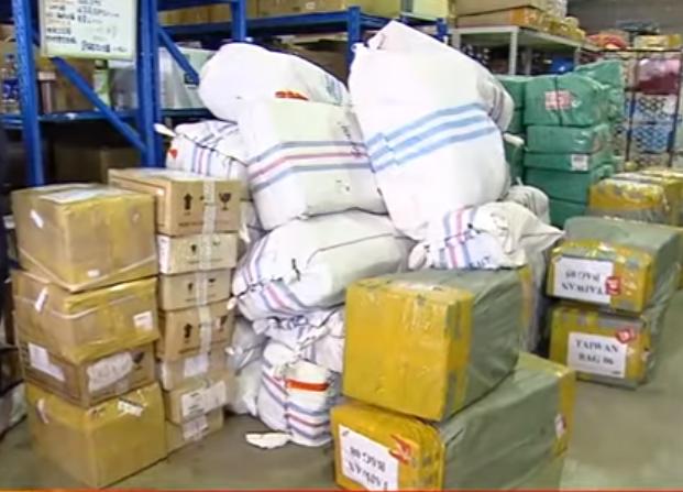 受到疫情衝擊,中國大陸多數貨運停擺,包裹數量腰斬再腰斬。(圖╱東森新聞資料畫面)
