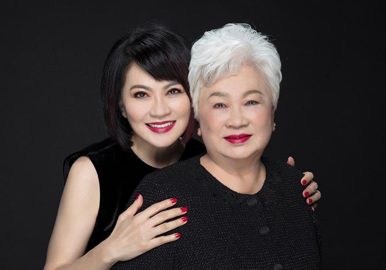 富邦藝術基金會執行長翁美慧與母親。富邦藝術基金會提供