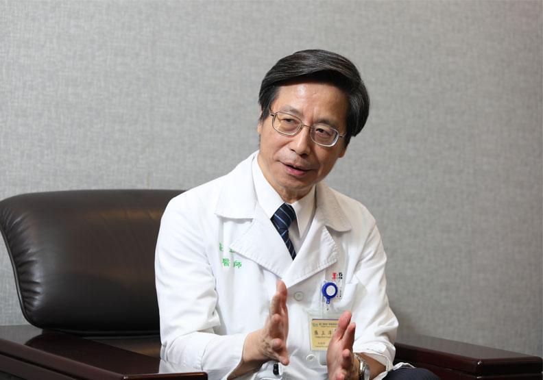 中央流行疫情指揮中心專家諮詢小組召集人、台灣大學副校長張上淳。蘇義傑攝