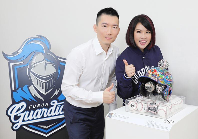 翁美慧的兒子蔡承儒(左)。富邦藝術基金會提供