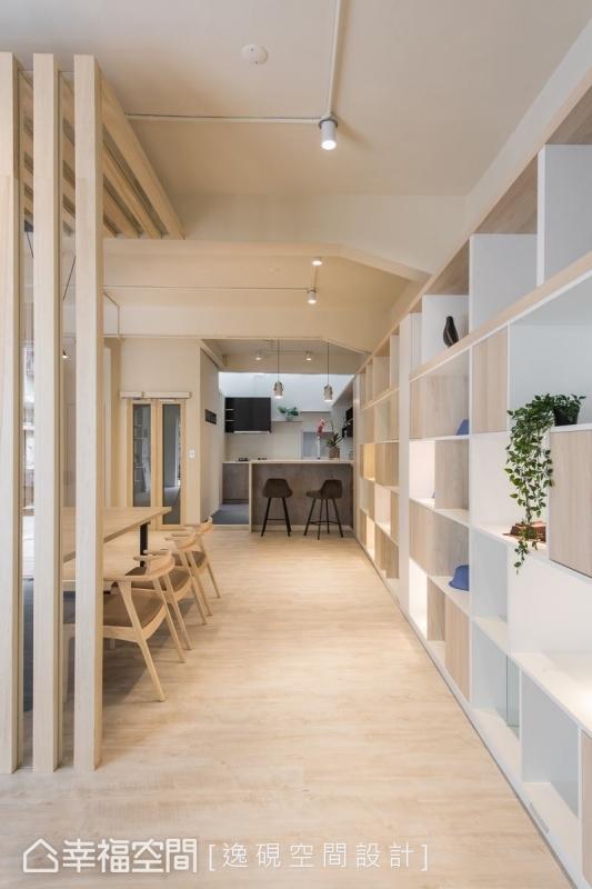 在空間的盡頭處,規劃一處吧台、廚房區,豐富了展示中心的功能。