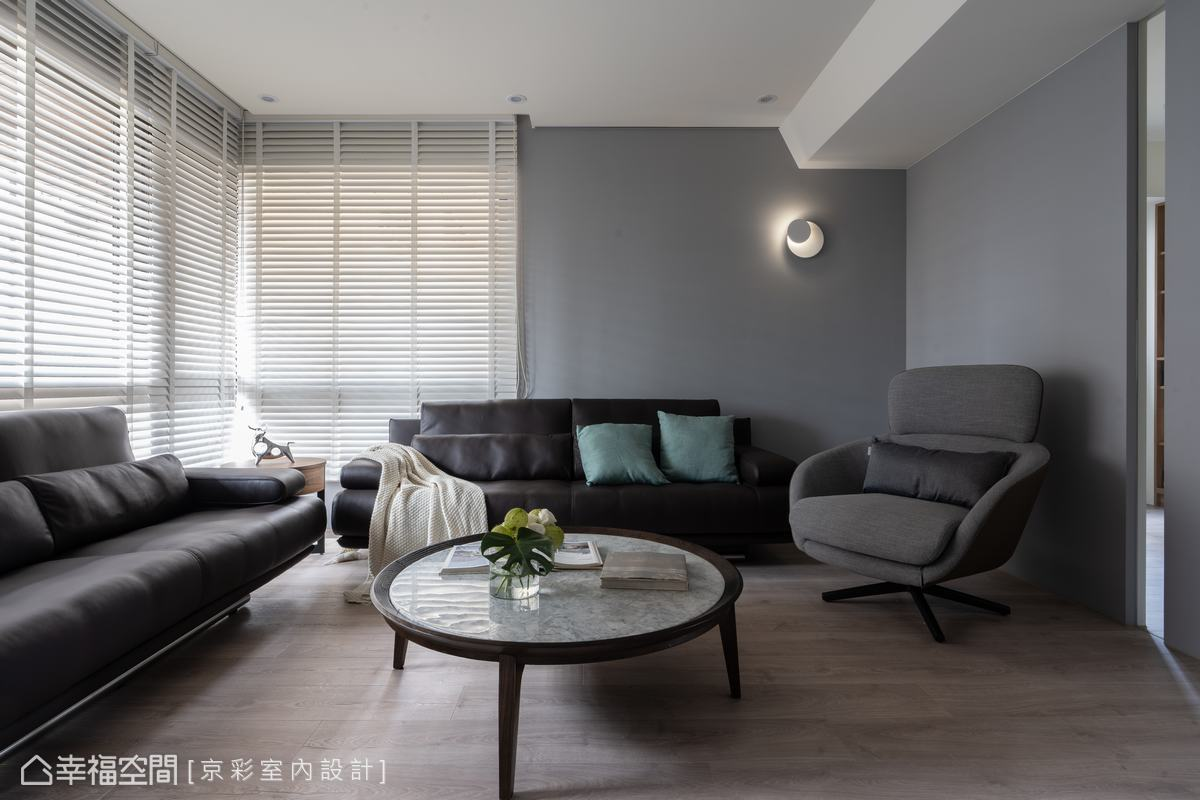 柔和的光線將室內不同屬性的物件相互交融,開啟理性與感性的對話。