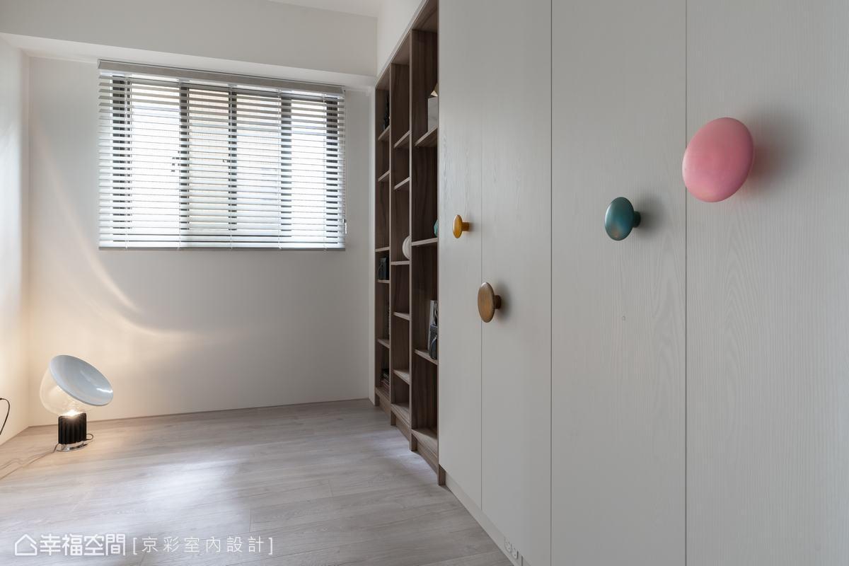 遊戲間未來可放入床鋪,輕鬆改造成小孩房,給予孩子一方獨處成長的個人空間。