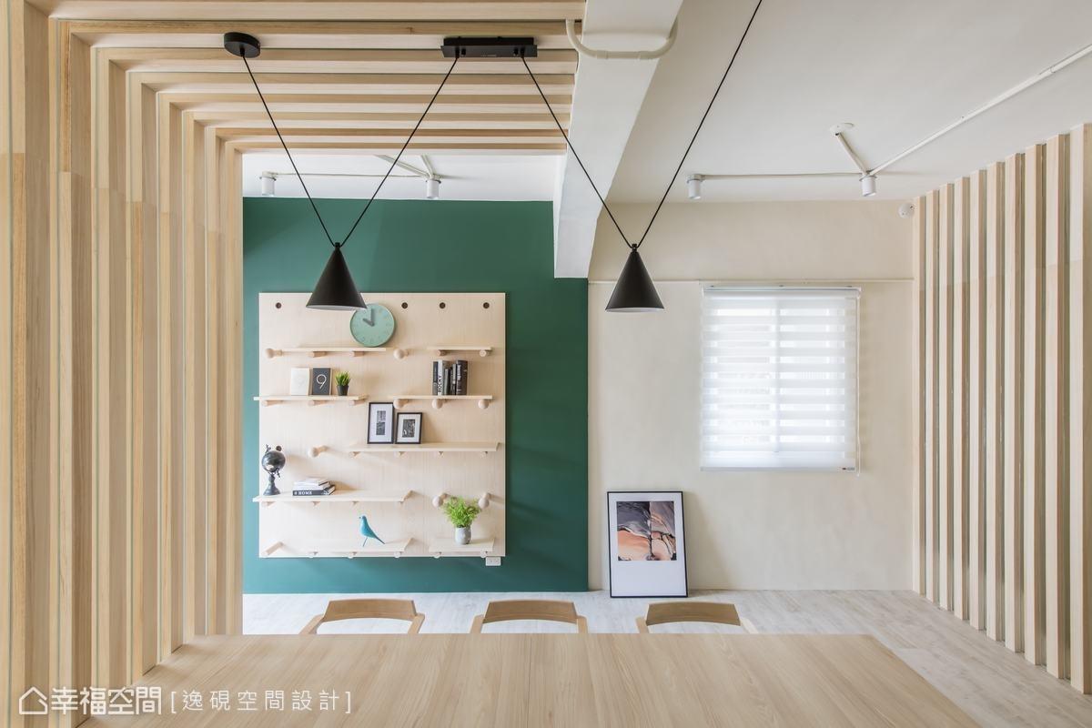 空間中除了有木作線條互相呼應,天花板上也可見燈飾的幾何線條交錯排列,演繹出活潑的律動感。