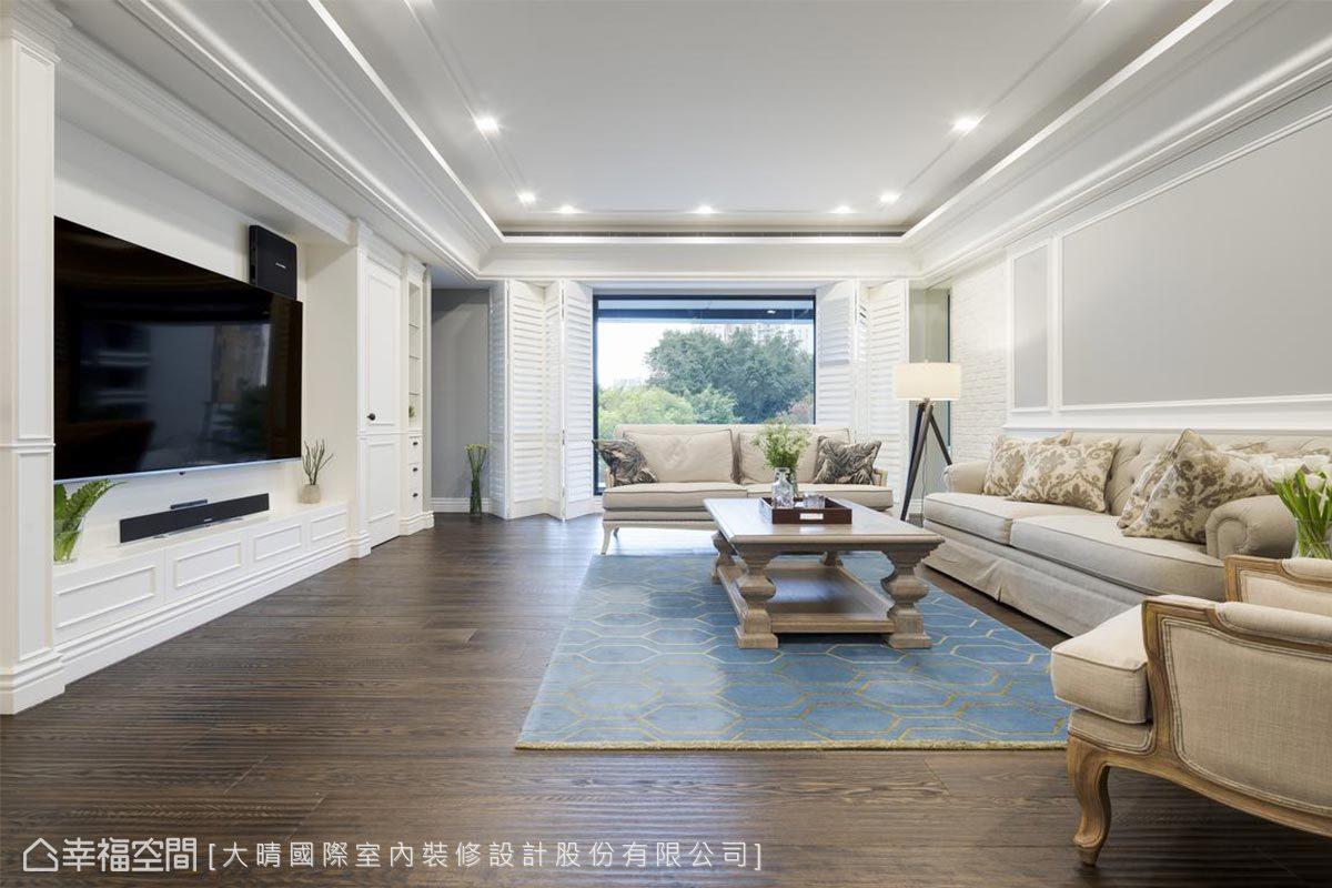 優雅明亮的白色線板,搭配灰色牆面,構築出具有層次的精緻細節,大面景觀窗,讓生活與自然完美結合。