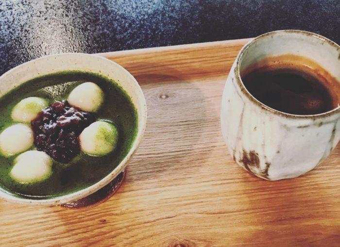 禪寺咖啡廳餐點:抹茶與熱咖啡