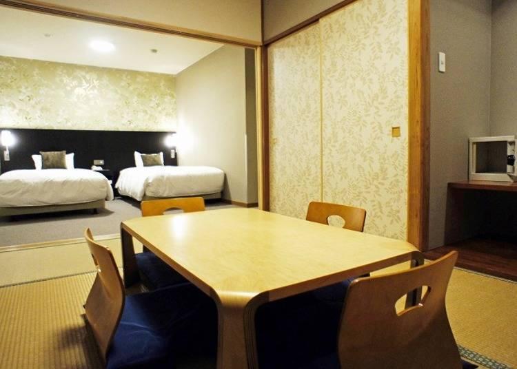 融合了和式塌塌米與洋式空間的和洋室客房。