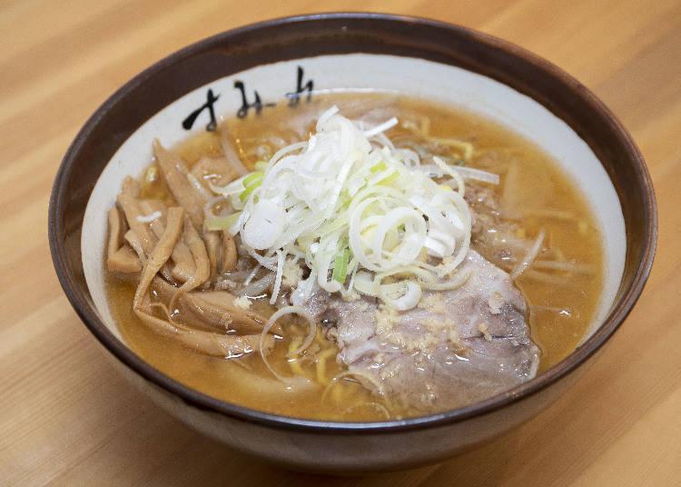 最有人氣的味噌拉麵(味噌)870日圓,幾乎6~8成的顧客都會點這道菜單