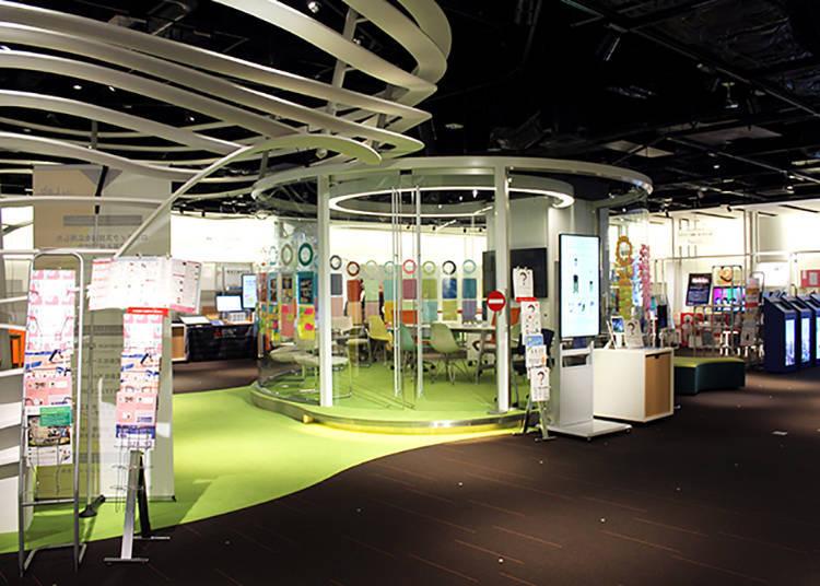 展示區分為2樓和3樓,各有多個展示館。