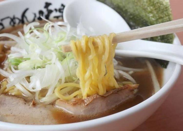 濃厚風味的湯頭搭配Q彈滑順的中粗麵恰到好處!