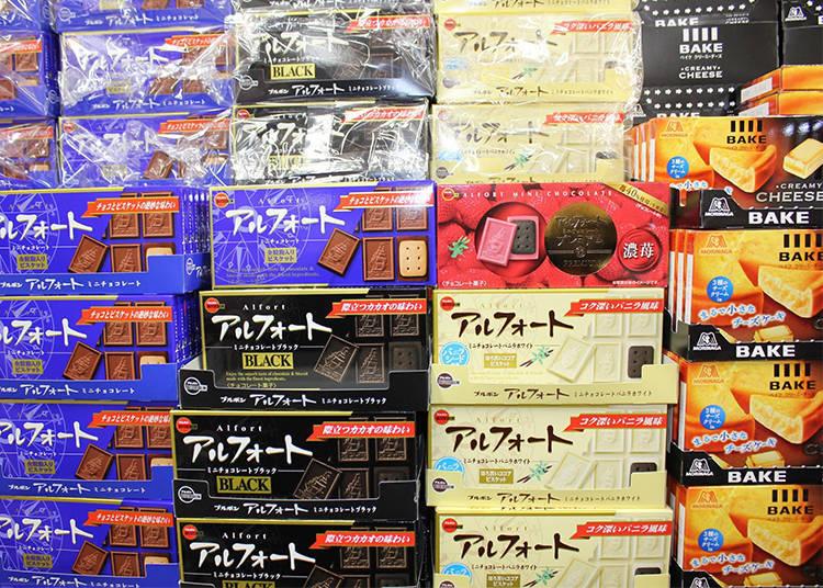 藍色包裝為原味,黑色包裝為苦味巧克力,香草白巧克力與草莓巧克力口味~白巧克力與草莓巧克力搭配的是可可風味的餅乾 85日圓