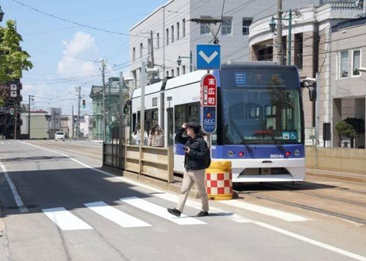 ▲下車時付費。可使用Suica等交通IC卡。