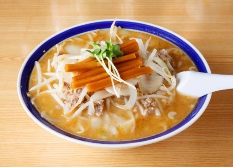 ▲「味的三平」的味噌拉麵(850日圓含稅)。滿滿的炒蔬菜,營養滿分!