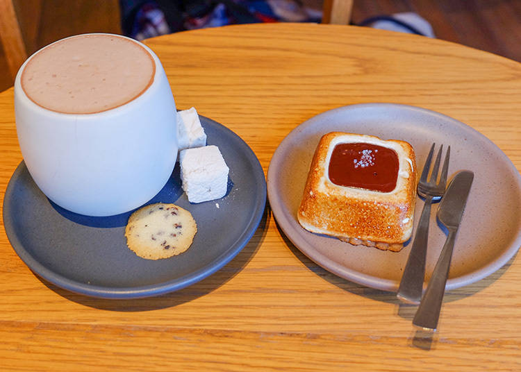 左|KURAMAE HOT CHOCOLATE 630日圓 右|S'MORE 450日圓