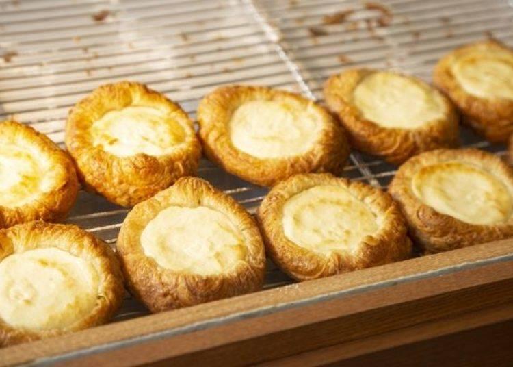 丹麥酥的外皮是由100%北海道產小麥製作,加入LeTAO自家制的天然酵母(白樺樹樹液×山茶花酵母)所完成的酥脆外皮。
