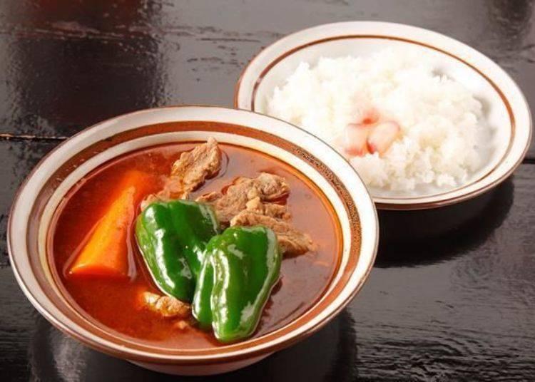 ▲「羊肉咖哩(らむカリ)」(1200日圓),配料有羊肉、紅蘿蔔和青椒