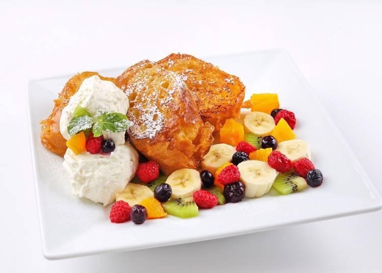 綜合水果的法式土司「フルーツパレット(Fruit pallet」(1150日圓)。滿滿的水果,可選擇鬆餅或是法式土司