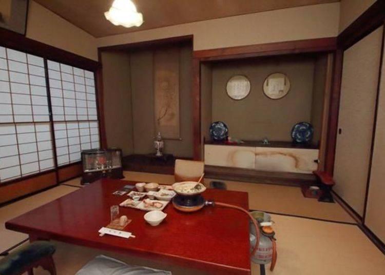 此純日式風格的用餐地點,不自覺的讓人挺直腰背。