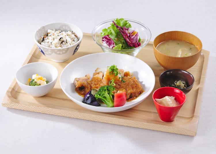 小麥富士豚蘿蔔泥蔬菜醬定食(含稅1329日圓)