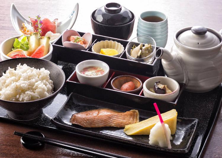 日式的早餐也可以選擇要茶泡飯。
