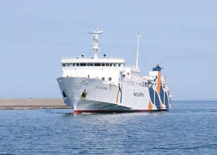 往返稚內港與鴛泊港的船隻,是利尻島觀光的主要交通工具。