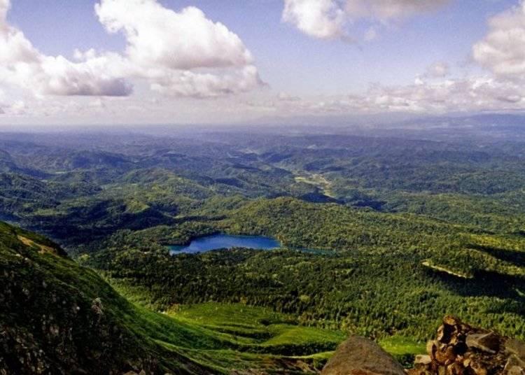 ▲如果有登山裝備的話可以挑戰爬上雌阿寒岳,從上而下俯瞰遠內多湖又是另一種大自然的壯美/照片提供:Ashoro Tourism Association