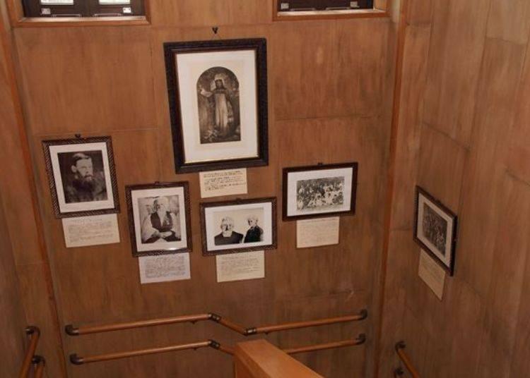 ▲教會內也展示了教會歷史與介紹牧師們的照片與相關資料。