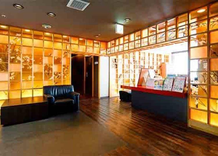▲伊勢屋的入口處。以直線條為基調的設計風格,日式風格的裝飾讓整個空間充滿了和風之美。