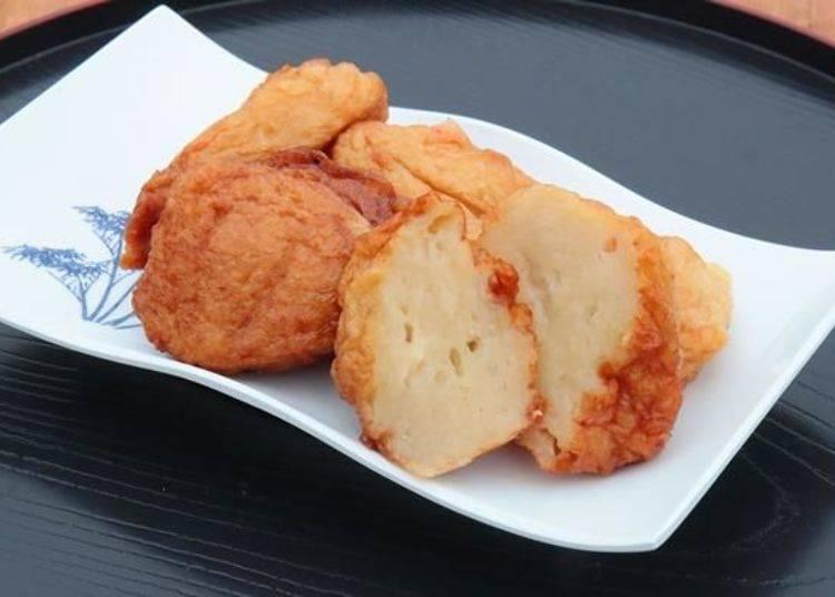 使用利尻產的遠東多線魚特製的「利尻魚板」(1盤450日圓)。是一道在利尻的每個家庭都會說好吃,且大家都熟悉的家庭料理。