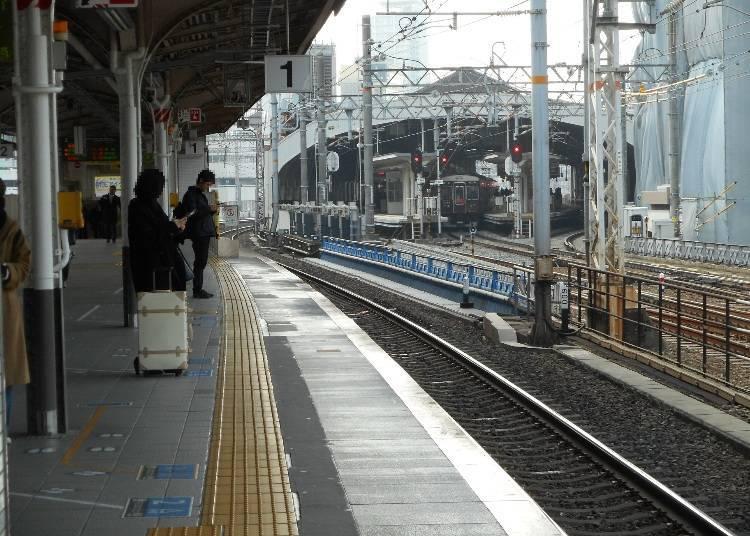 JR三宮(三ノ宮)站北側月台(圖片右上方則為阪急神戶三宮站)