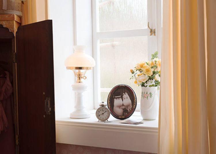 ▲窗台上放著嚕嚕米爸爸和媽媽的照片。說不定可以從導覽員那裡聽到兩人剛結識時的小故事?