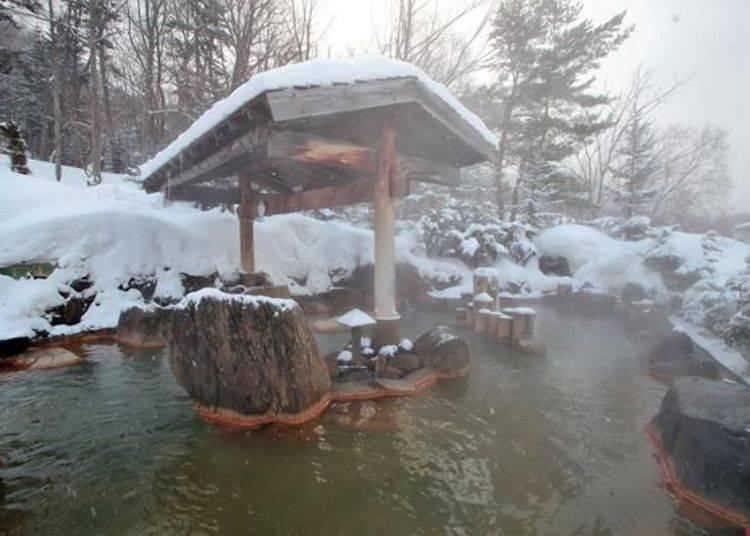 體驗感受幽靜隱蔽、秘境氛圍的「游湯之露天」。此處的溫泉溫度約為39度,所以可以慢慢放鬆享受秘湯之趣喔!