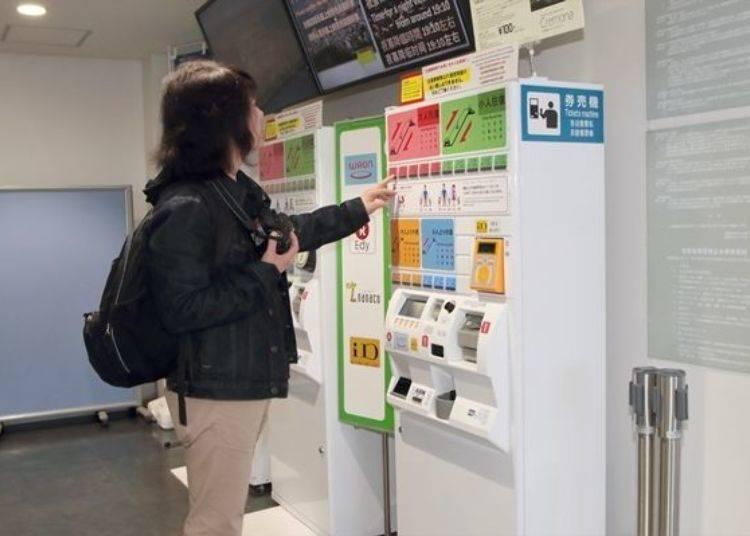 ▲購買車票可使用現金或各種電子錢包付款,另外若在服務窗口購買的話,也能使用信用卡付費喔。