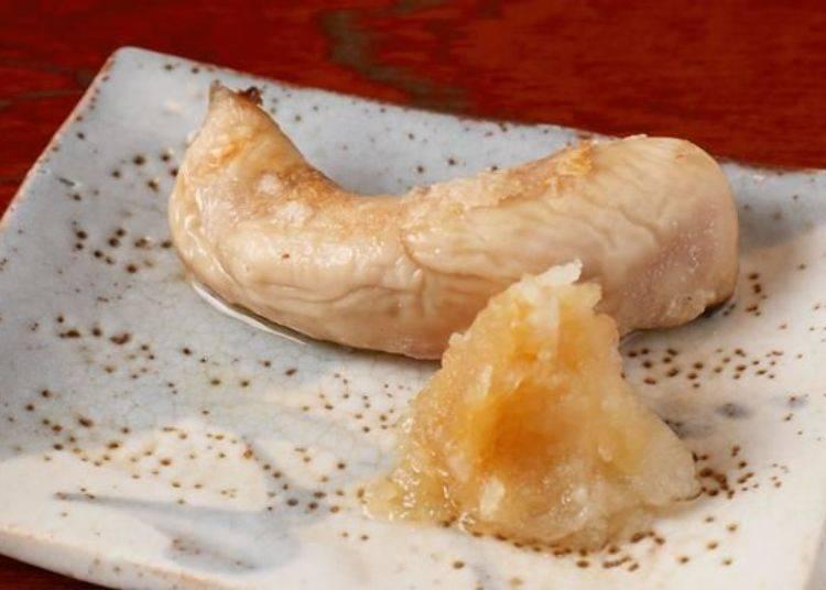 彈牙有韌性的外皮內富含著濃郁滋味且稍有滑順的口感。鹽分非常入味可口!與白蘿蔔泥一起搭配享用的話清爽解膩喔!