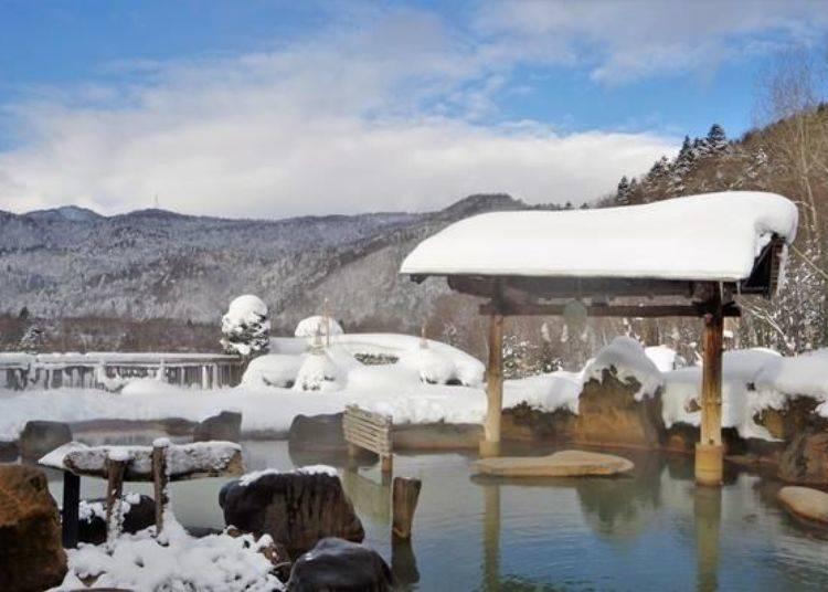 大眾池可環視全景、開放感十足!放晴時還能欣賞到遠處的連綿雪山美景。