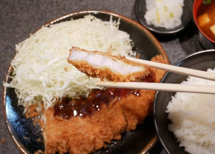 炸豬排午間優惠套餐 附味增湯、高麗菜、小菜 價格:850日圓(含稅)