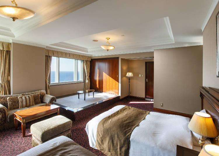 面海的和洋室中,也有鋪上地毯的空間(一般日式房間是沒有地毯的)。