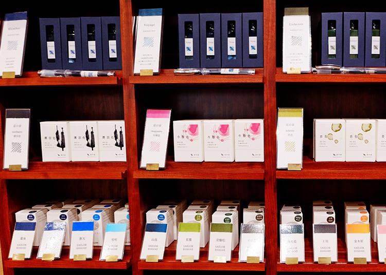 上排|kakimori ORIGINAL pigment ink 1,728日圓 中排|京の音 京都発 万年筆インク 1,512日圓 下排|SHIKIORI 四季織 十六夜の夢 万年筆用ボトルインク 1,080日圓