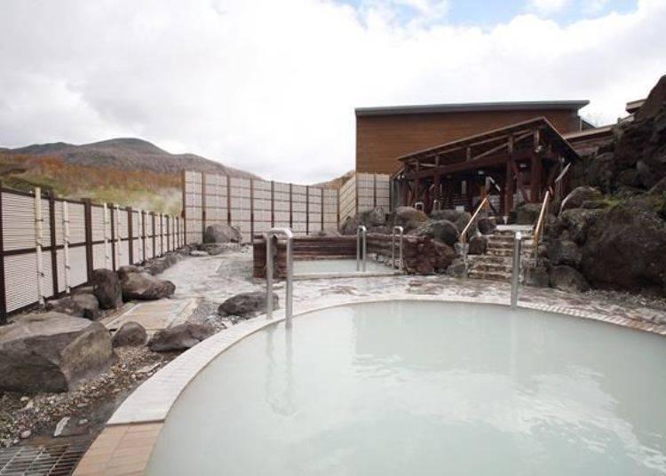 女性專用的露天溫泉。此處的特色就是有能感受溫泉情感的濁湯(指溫泉水是有顏色、混濁的)與開放空間的地理位置
