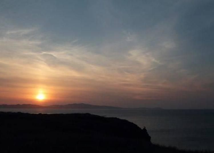 從此處眺望的夕陽景色美到令人屏息!靜靜的看著太陽慢慢的沉入禮文島中。