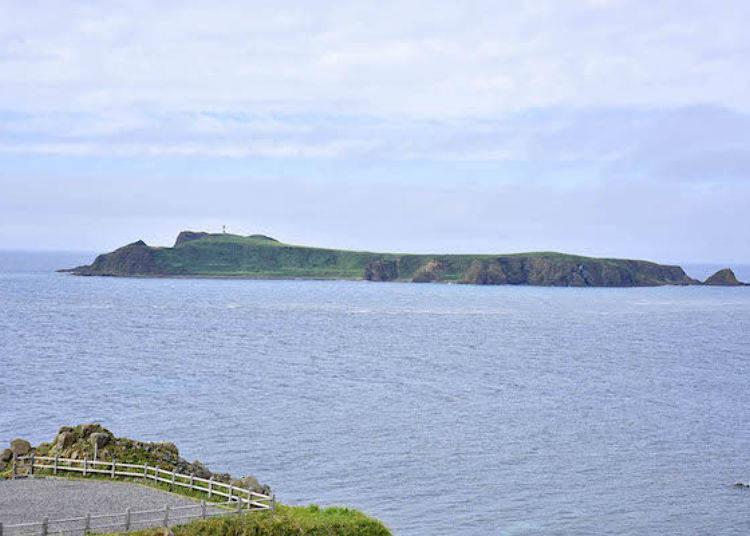 周圍約4公里的Todo小島。雖然是無人島,但是有設置燈塔。