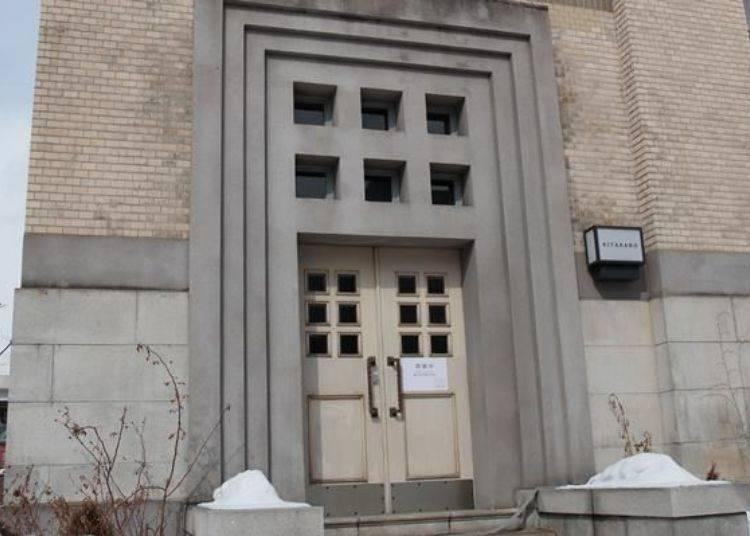 ▲雖然舊玄關現在不開放,但從建築物內可以看見舊玄關內側及玄關大廳