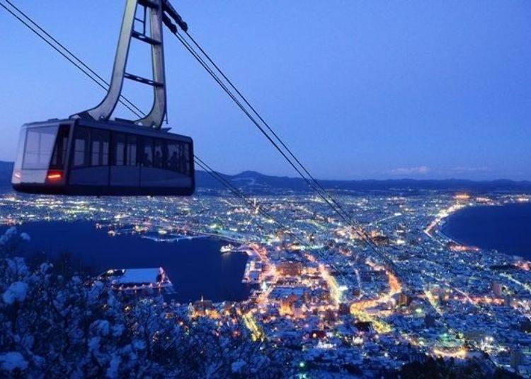 ▲冬天可欣賞到白雪景觀的函館夜景。(照片提供:函館山纜車)