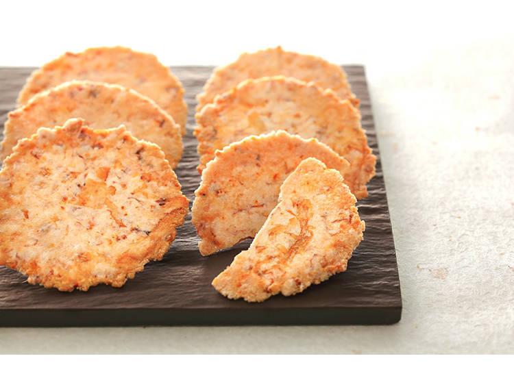 將凝聚了北海道特產鮭魚美味的乾燥鮭魚片製成仙貝的「鮭ぶし丸」,很適合拿來當作下酒小菜