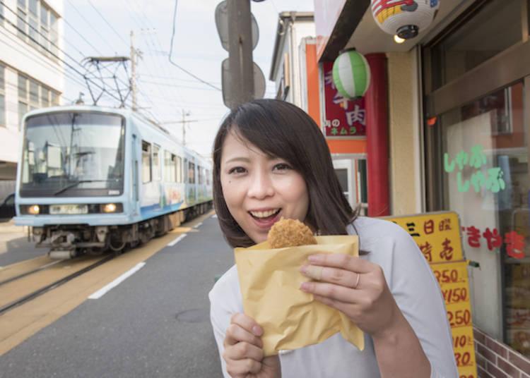 看著電車吃吃點心!